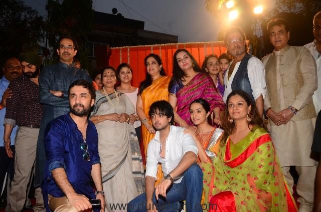 (L - R) Uddhav Thackeray, Asha Bhosle, Rashmi Thackeray, Padmini Kolhapure, Shivangi Kapoor with Vedika, Shakti Kapoor, Jeetendra, Siddhanth Kapoor, Priyank, Shraddha Kapoor and Tejaswini Kolhapure