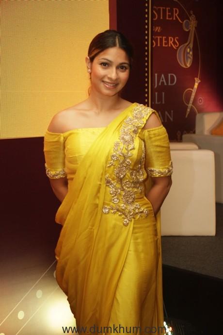 Ravishing Tanisha Mukherjee strikes a bull's eye with her indo-western ensemble