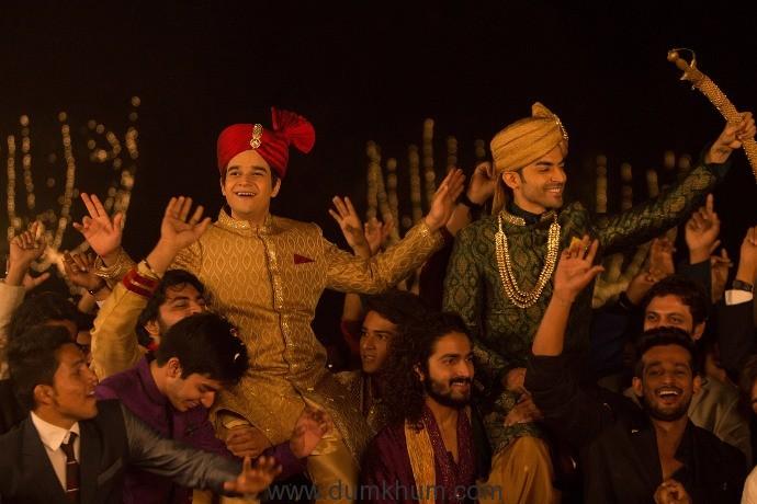 Sukhwinder Singh Creates Magic With His Voice For 'Laali Ki Shaadi Mein Laaddoo Deewana' Title Track -2