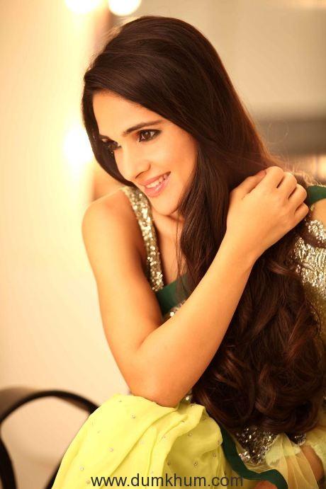 Tara Sharma scores on Social Media Platform !