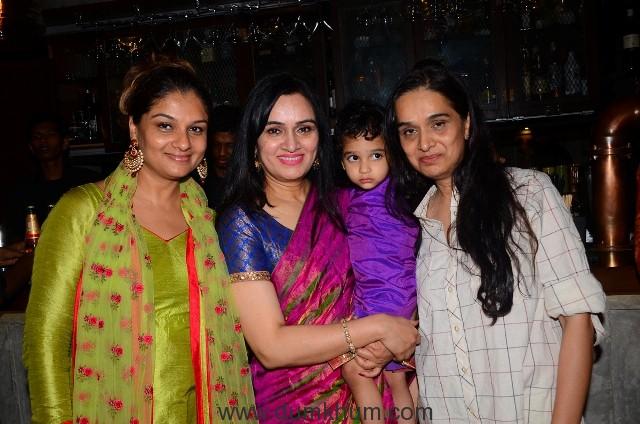 Tejaswini Kolhapure, Padmini Kolhapure with Vedika and Shivangi Kapoor
