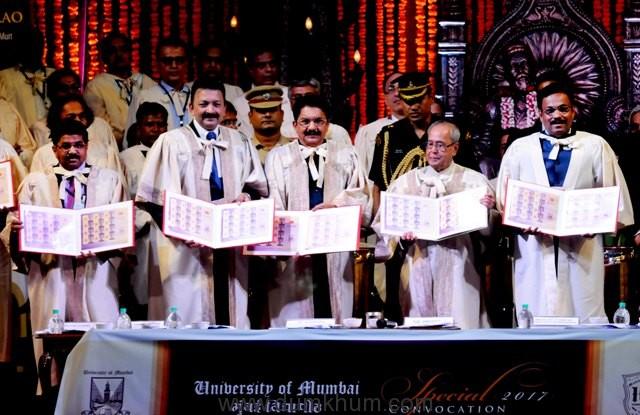 The President of India, Shri Pranab Mukherjee conferred Honorary D. Litt on Dr. MS Swaminathan -2