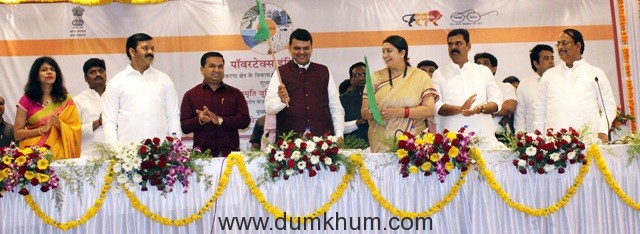 30 per cent subsidy for upgradation of power loom sector - Smriti Irani-1