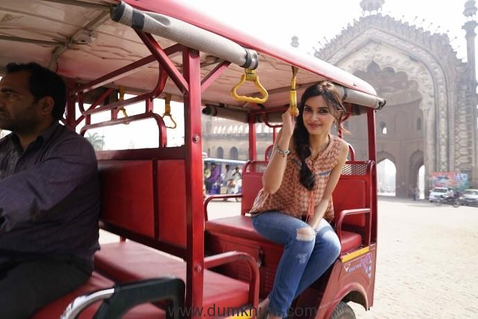 Diana Penty explores Lucknow on a rickshaw!