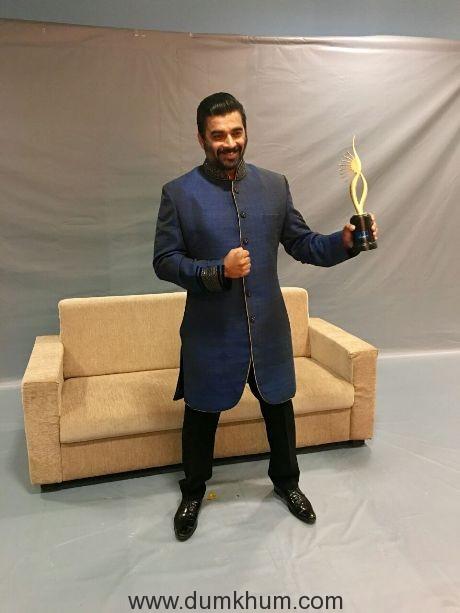 R Madhavan wins Best Actor award at IIFA Utsavam 2017 for Irudhi Suttru!