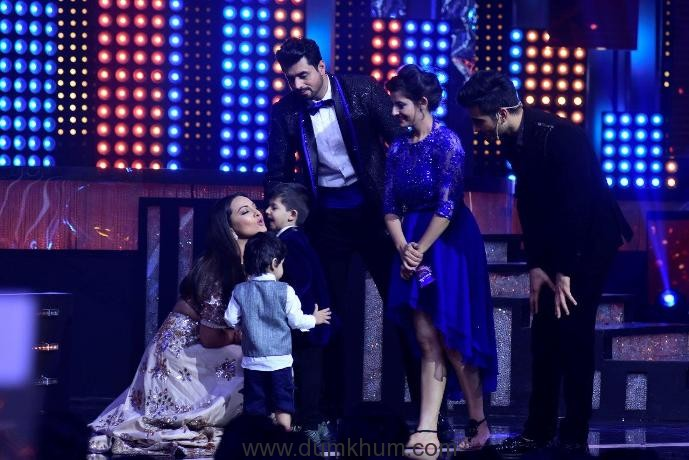 Sonakshi Sinha having a great time with Pritam and Amanjot's kids on the stage copy 2