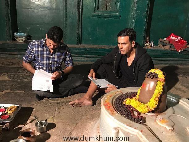 Akshay Kumar and Bhushan Kumar sign Mogul in front of Lord Shiva