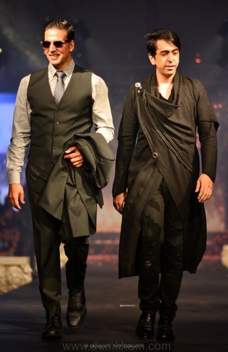 Akshay Kumar walked the ramp for Leading Fashion Designer Ramesh Dembla