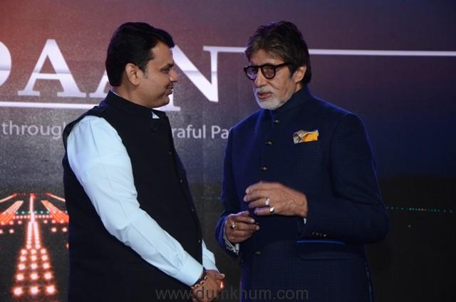 CM Devendra Fadnavis and Amitabh Bachchan at Udaan Launch (44)