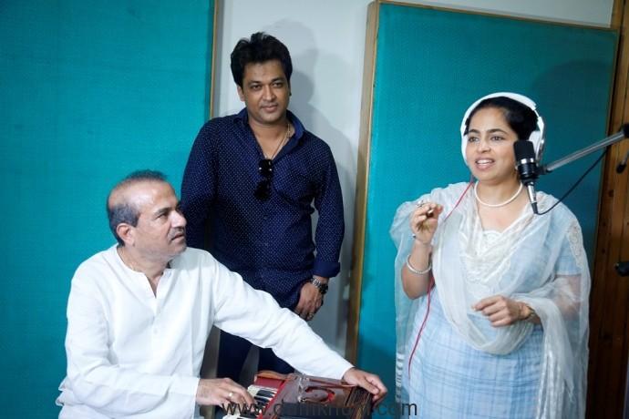 Suresh Wadkar, Ravi Tripathi and Padma Wadkar
