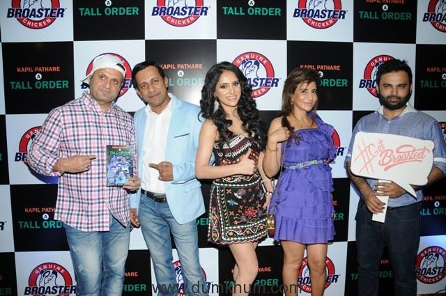 33. DJ Sheizwood, Kapil Pathare, Shweta Khanduri, Saru Maini with Karan Tanna DSC_9387