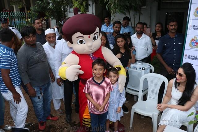 Bheem with Sanjay Dutt's children Iqra and Shahraan at Bhamla foundation's tree plantation drive