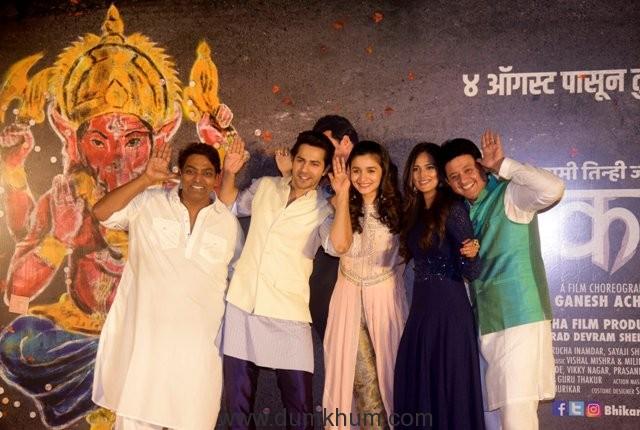 (L-R) Ganesh Acharya,Varun Dhawan, Alia Bhatt, Rucha Inamdar, and Swwapnil Joshi