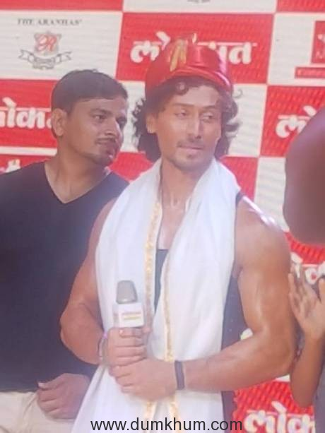 Pic 1- Tiger Shroff in Puneri pagadi at MJ tribute event-25th June 2017....
