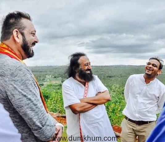 Sri Sri Ravi Shankar, Sanjay Dutt & common link between them Mahavir Jain (2)