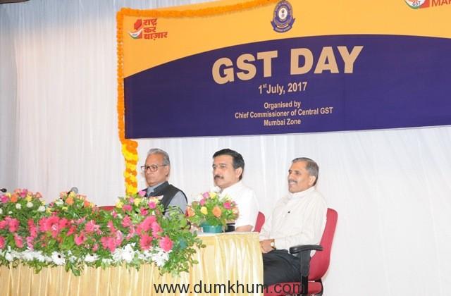 7. Shri.S.C.Varshney (Chief Commissioner GST), John Joseph( Chief Commissioner Navasheva), Rajeev Tandon (Chief Commissioner New Custom Houser) during the Celebrations of GST DAY in Mumbai DSC_4251 (