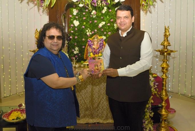 Hon. Chief Minister Shri. DEVENDRA FADNAVIS unveils BAPPI LAHIRI's single track for GANESH CHATURTHI 2017 titled 'JAI GANESHA' music & sung by Bappi Lahiri