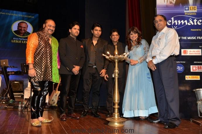 8. Leslie Lewis, Javed Ali, Ankit Tiwari, Saurabh Daftary, Nasreen Daftary at Rehmatein 2017 HPA_0102