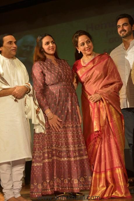 Hema Malini with Esha Bharat and Narayan Agarwal