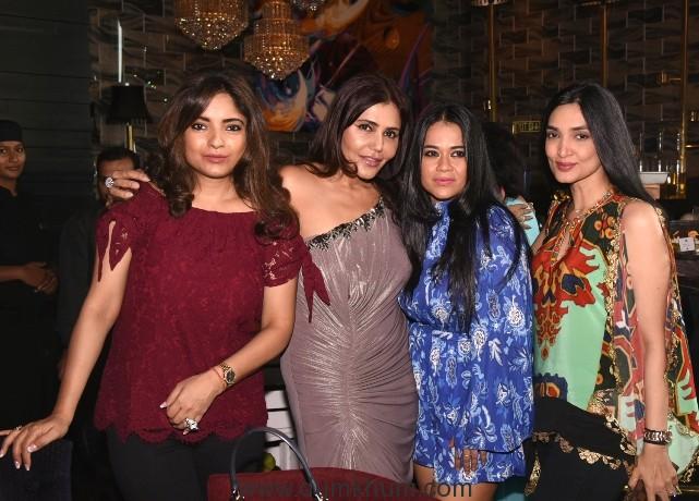 4 Kunika, Rohini, Meenakshi with Nisha a