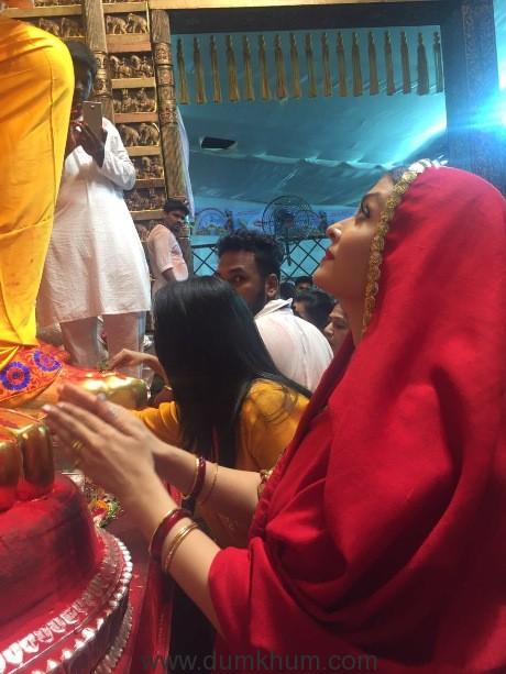 Actress Aishwarya Rai Bachchan seeks blessings from Lalbaug Cha Raja-