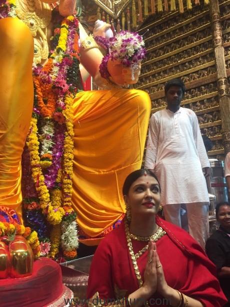 Actress Aishwarya Rai Bachchan seeks blessings from Lalbaug Cha Raja