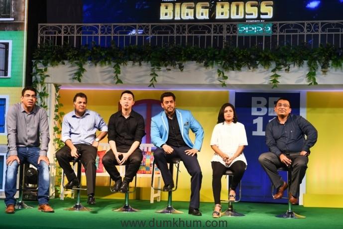 Deepak Dhar, Raj Nayak, Will Yang, Salman Khan, Nadia Chauhan and Yogesh B Dutta at the launch of COLORS Bigg Boss 11 (26-09-17) (1024x684)