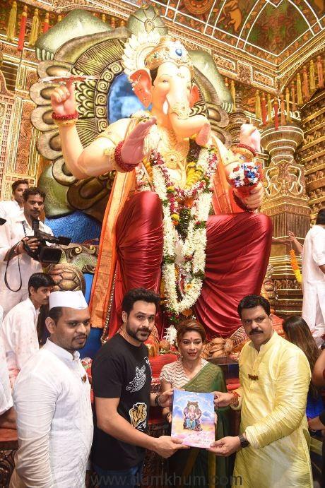 Emraan Hashmi Visiting Lalbaughcha Raja - Sangeeta Ahir-