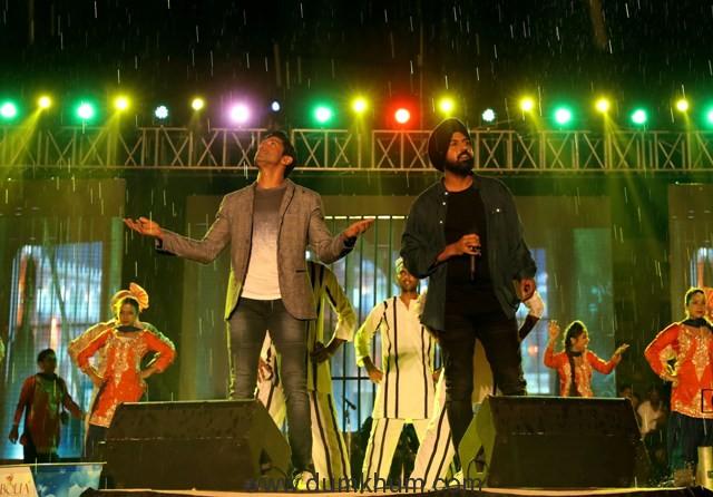 Gippy Grewal & Farhan Akhtar Promote Lucknow Central in Chandigarh (5)