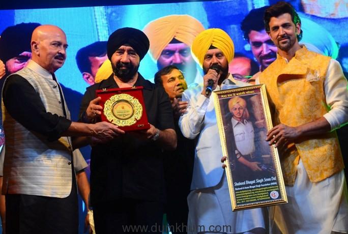 """L-R - Rakesh Roshan, S. G.S Bawa, Jitender Singh Shunty and Hrithik Roshan at Basanti Chola Diwas"""" at Bhaidas Auditorium Mumbai on 28th September 2017"""