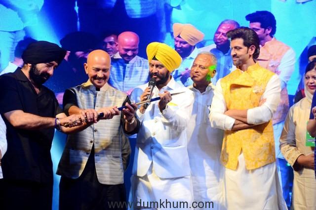 """L-R - , S. G.S Bawa, Rakesh Roshan, Jitender Singh Shunty and Hrithik Roshan at Basanti Chola Diwas"""" at Bhaidas Auditorium Mumbai on 28th September 2017"""