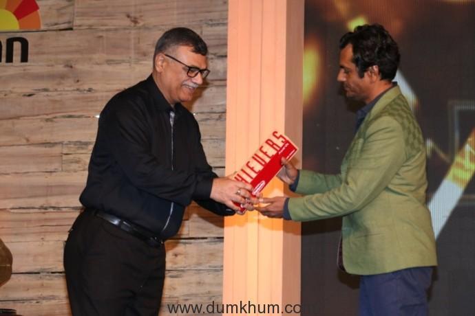 Nawazuddin Siddiqui winning an award at the 8th Jagran Film Festival Award Night