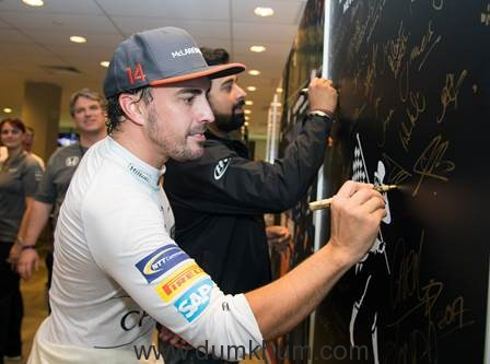 Rannvijay Singha with McLaren-Honda Champion, Fernando Alonso