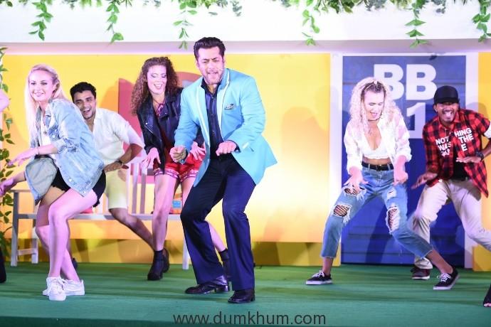Salman Khan shakes a leg at the launch of COLORS Bigg Boss (26-09-17)