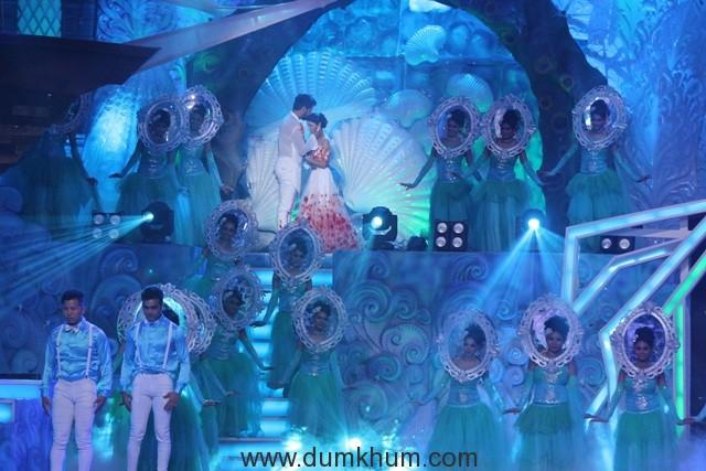 Zee Rishtey Awards 2017- Lead actors of KumKum Bhagya - Shabbir Ahluwalia and Sriti Jha
