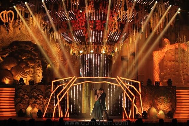 Zee Rishtey Awards 2017- Qubool hai actors Karanvir Bohra and Surbhi Jyoti performing