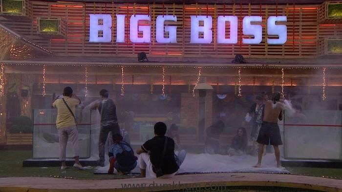 Bigg Boss contestants performing captaincy task in Big Boss 11