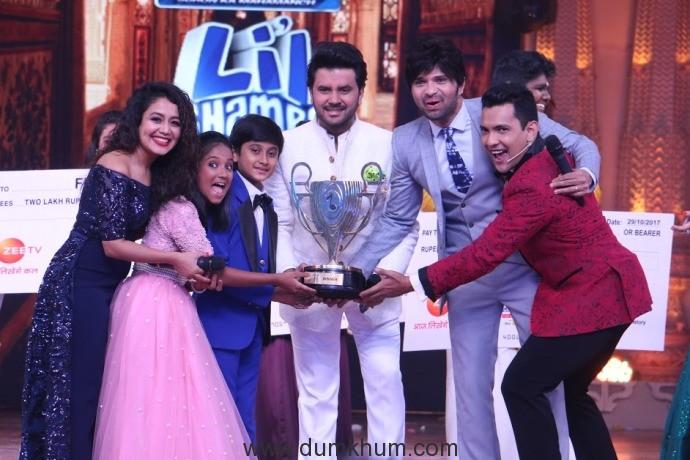 Sa Re Ga Ma Pa Li'l Champs finale -Judges Neha Kakkar, Javed Ali and Himesh Reshamiya along wih Host Aditya Narayan enjoying the finale moment with WINNERS- Anjali Gaikwad and Shreyan Bhattacharya - 2