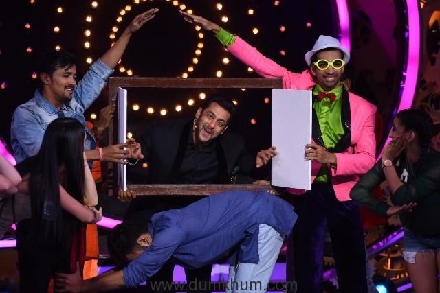 Salman Khan at the launch episode of COLORS Bigg Boss 11 - (03) Low