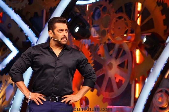 It's truly 'Weekend Ka Vaar' as Salman Questions The Contestants