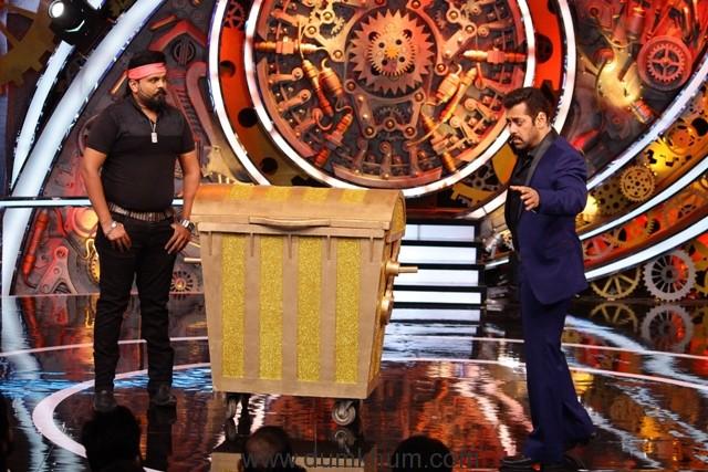 Salman with jalladh on Bigg Boss season 11