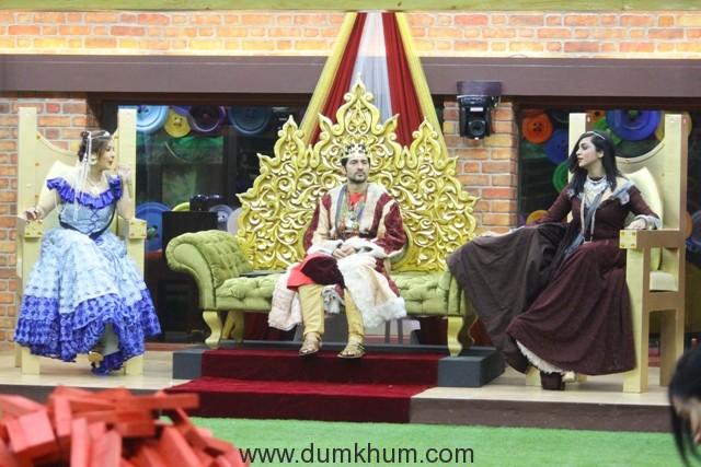 Shilpa and Arshi try to woo Hiten in Bigg Boss 11
