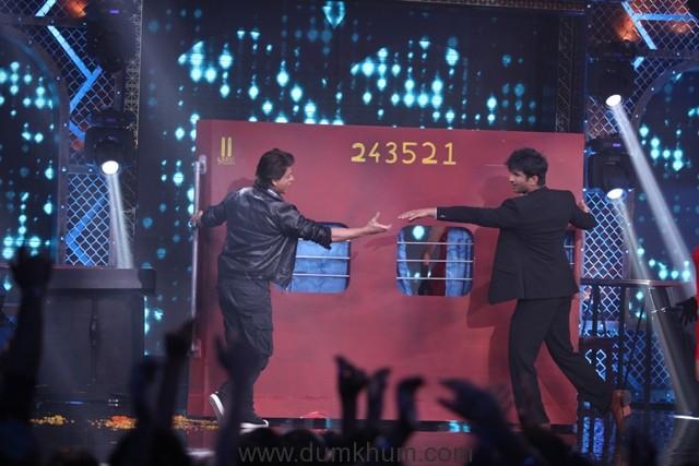 Sushant Singh Rajput and Sania Mirza pay tribute to Shah Rukh Khan on Farah Khan's Lip Sing Battle-