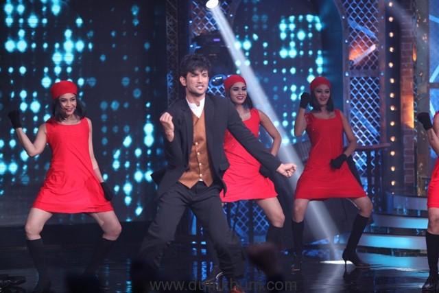 Sushant Singh Rajput and Sania Mirza pay tribute to Shah Rukh Khan on Farah Khan's Lip Sing Battle-1