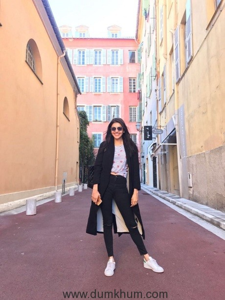 Queen Remake actresses spend a day off in France!