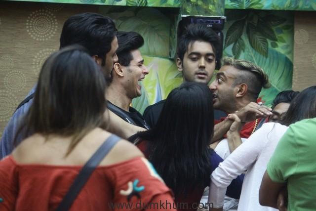 Priyank and Akash get ino a fight in Bigg Boss 11