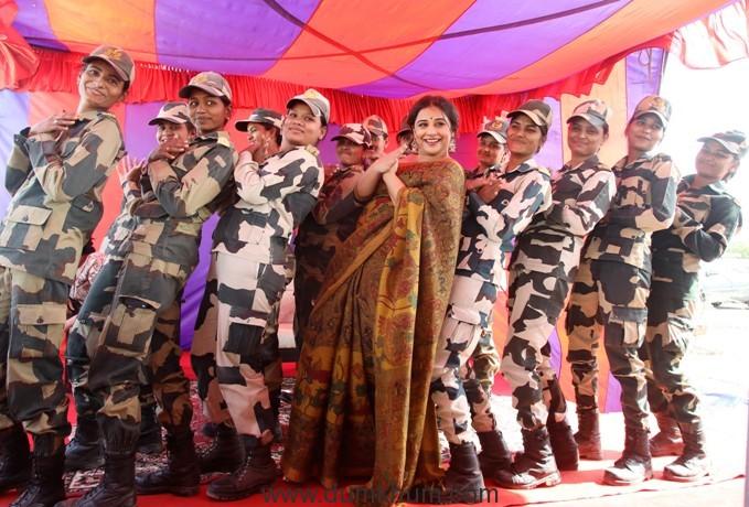 VIDYA BALAN aka SULU ENTHRALLS SOLDIERS ON INDIA-PAKISTAN BORDER