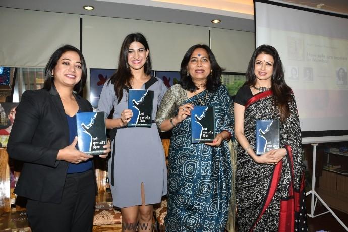 1. Faye D'souza, Aahana Kumra, Abha Singh, Bhagyashree during the book launch STREE DASHA AUR DISHA Writtren By ABHA SINGH DSC_1000