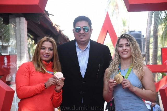 3. Marwa Amri, Cliffton Gracious, Helen Maroulis DSC_8612
