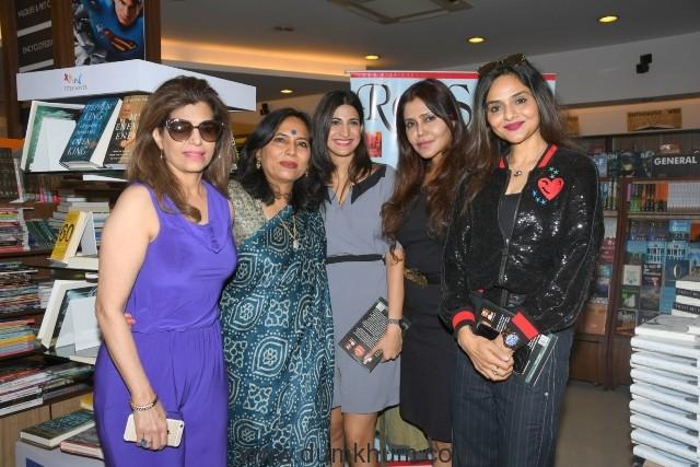 7. Bina Aziz, Abha Singh, Aahana Kumra, nisha Jamwal, Madhu Shah during the book launch STREE DASHA AUR DISHA Writtren By ABHA SINGH